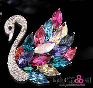 法国时尚饰品品牌Eternelle,优雅女王需要的胸针