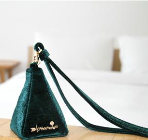 中国首个高级定制包袋饰品品牌KrisXu 上海滩高震频发布