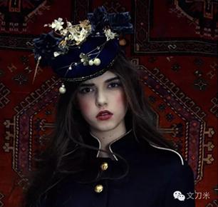 文刀米:混合古典与怪诞,中国服装设计师也行