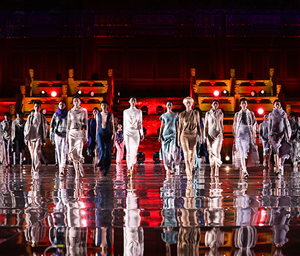 """""""雪莲·行""""担纲2017北京时装周首秀  太庙演绎雪"""