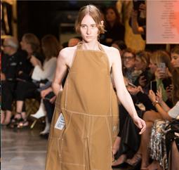 Vetements法译为衣裳,由四位曾于著名高级时装品牌包括Céline、Balenciaga 及Maison Martin Margiela工作的设计师创办而成。Vetements结合了四人完美的设