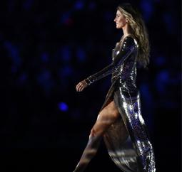 巴西名模吉赛尔·邦辰闪耀里约奥运会开幕式