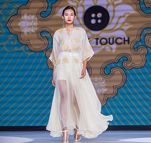 """PURE TOUCH有""""泰""""度:把景泰蓝穿在身上 这样的北京时装周闭幕盛典美翻了"""