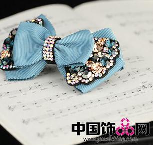 Special蝴蝶结发饰带着风的记忆缠绵在发间轻轻飞舞.