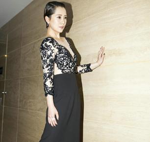 海清一袭黑色蕾丝礼服裙 大气亮相爱奇艺尖叫之夜