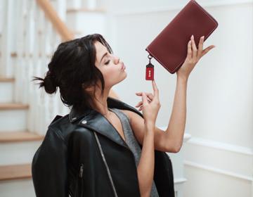 COACH宣布Selena Gomez为品牌新一任全球形象代言